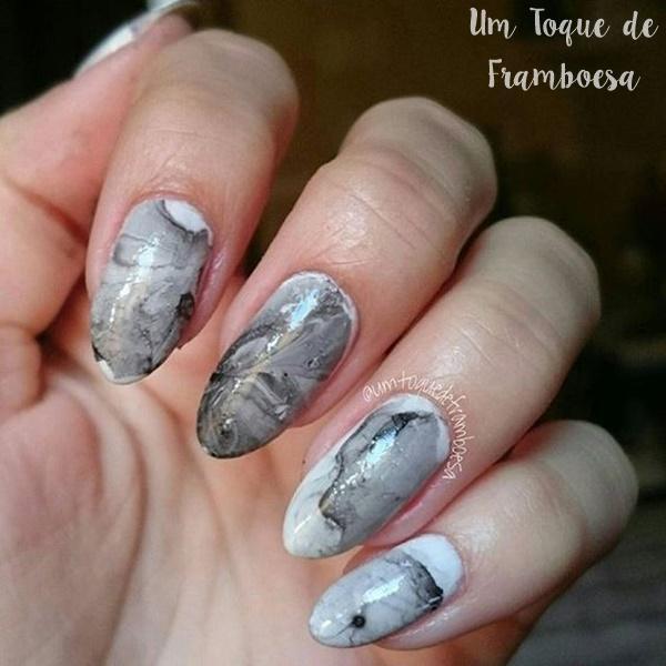 Unhas marmorizadas com água