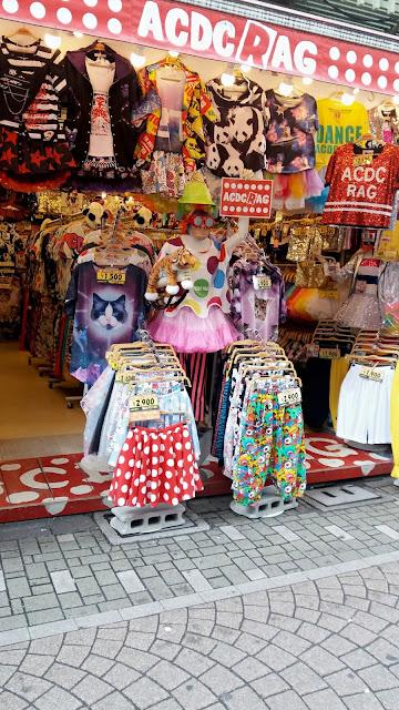 Calle Takeshita. Ropa tribus urbanas.