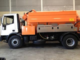 Agua a presión y camiones cuba