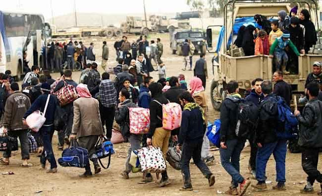 Iraqis fleeing war find no place at crowded camps