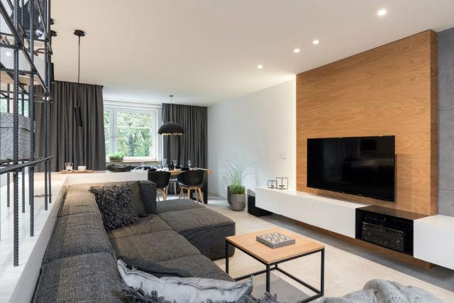 salón con mueble de TV integrada