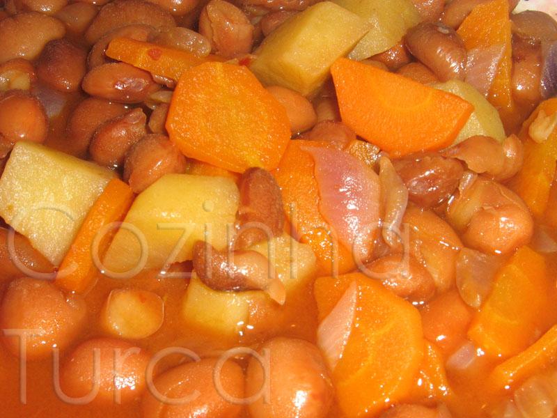 Feijoada Vegan (Barbunya Yemeği)