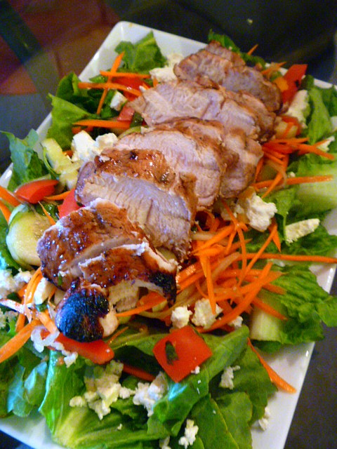 Summer sunshine in a dinner!  Pomegranate marinated turkey tenderloins top a fresh farmer's market salad!  Pomegranate Grilled Turkey Tenderloin Salad - Slice of Southern