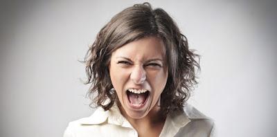 Buat orang asing merasa tidak nyaman di tempat umum pakai rambut teriak buka mulutlidah bibir