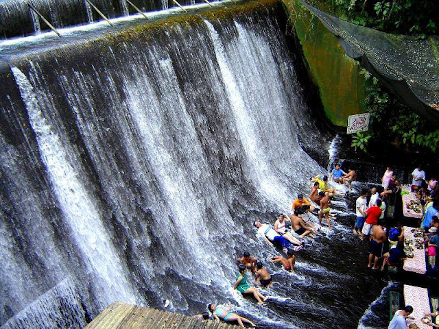 Waterfall restaurant in the Philippine provides tourists a special dining experience.