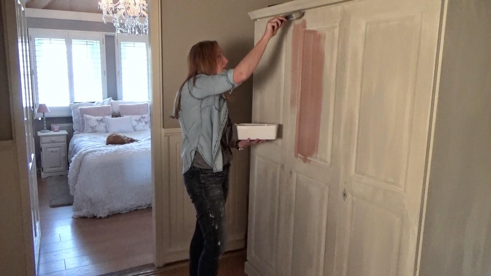 Kalkverf op kast aanbrengen pure and van losenoord verf en wand putten - Verf muren van ...