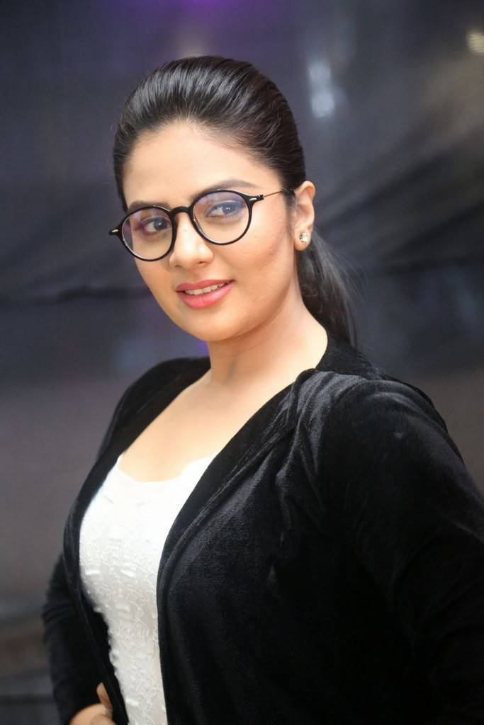 Anchor Srimukhi At Mahanubhavudu Movie Pre Release Function Pics