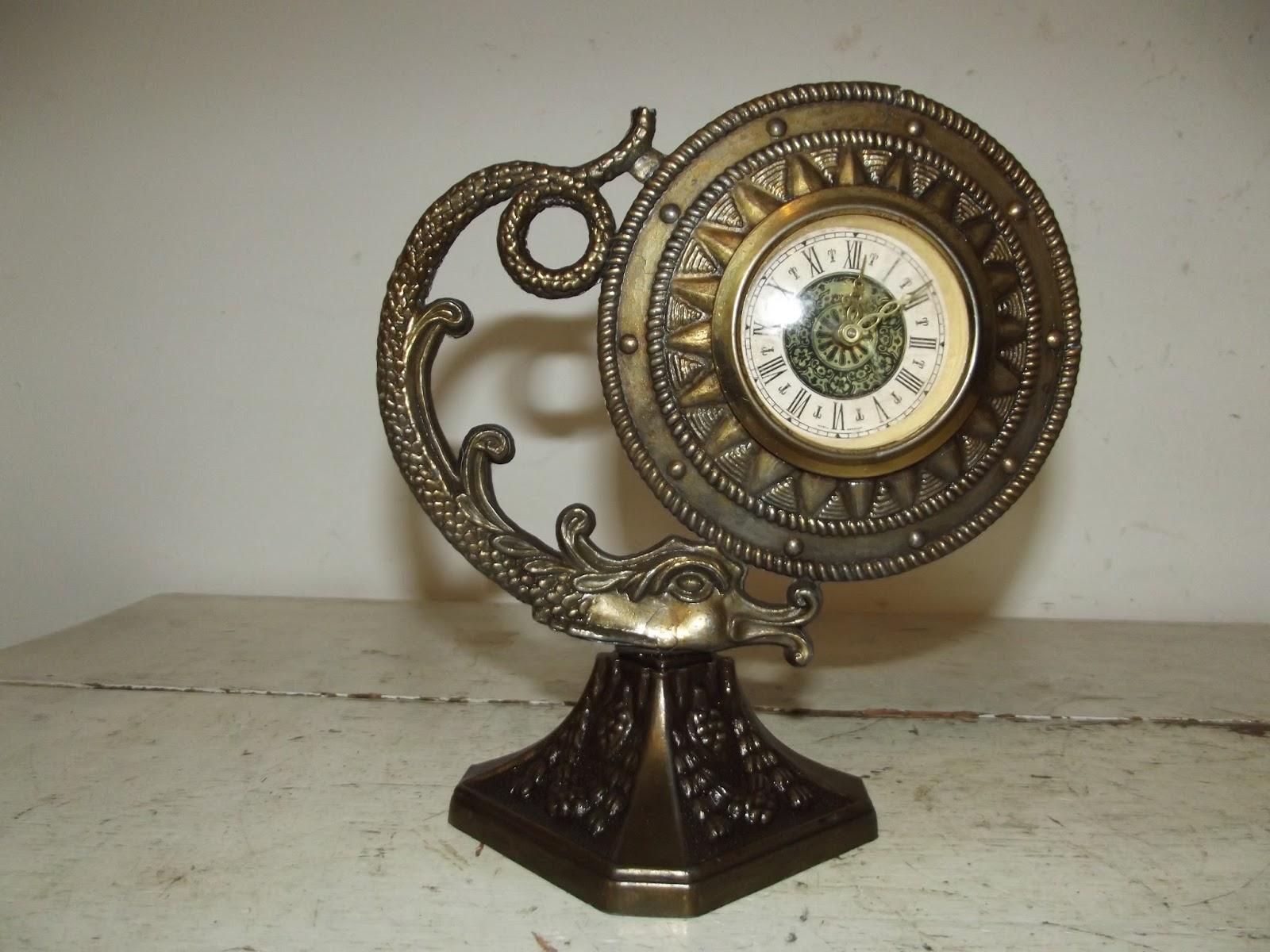 petite pendule pendulette decor dauphin dragon vintage horloge art deco. Black Bedroom Furniture Sets. Home Design Ideas