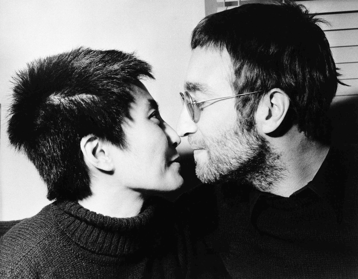 The Story Of John Lennon And Yoko Ono Exchange A Bag Of