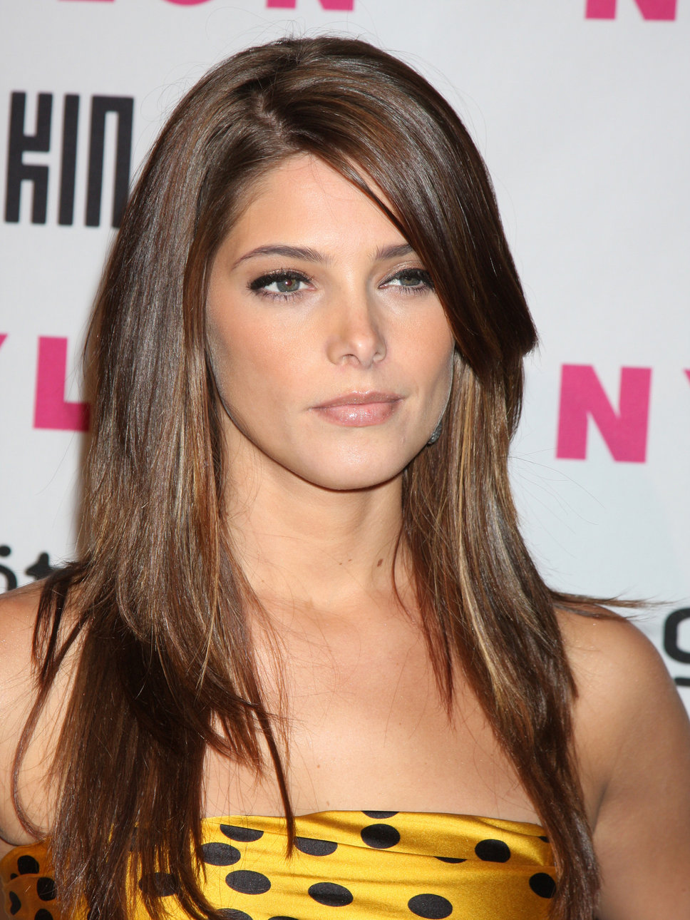 New Hairstyles: Elegant Straight Hairstyles for Girls