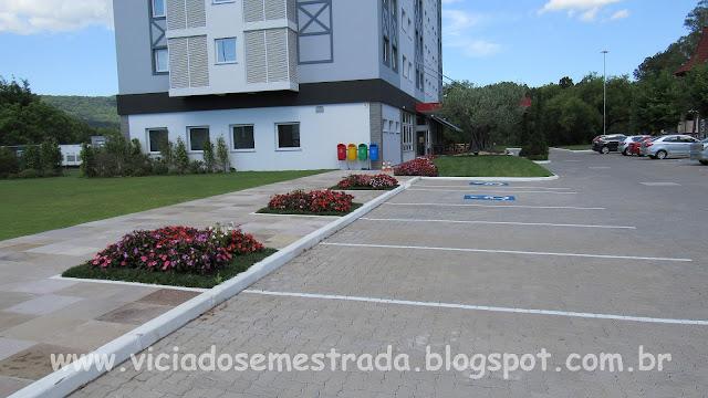 Estacionamento ao lado do Hotel Ibis, Igrejinha, RS