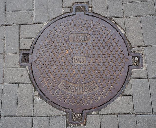 Псков, Россия - люк (Pskov, Russia - hatch)
