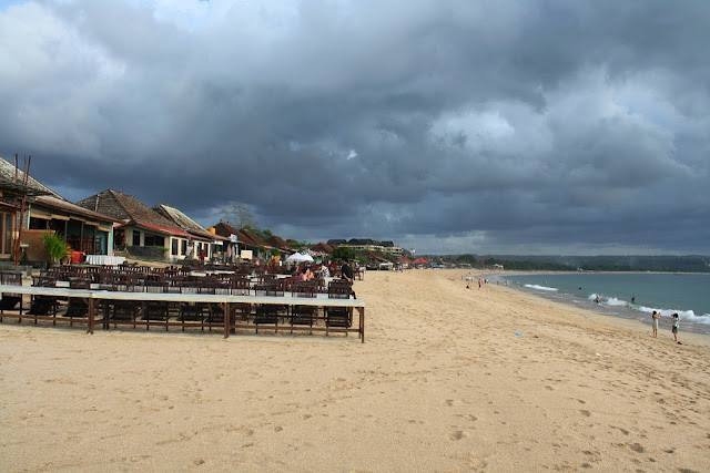 Pantai Jimbaran, Wisata Di Bali Dengan Keindahan Pantai Yang Tenang