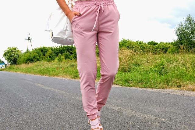 Różowe szyfonowe spodnie  - Czytaj więcej