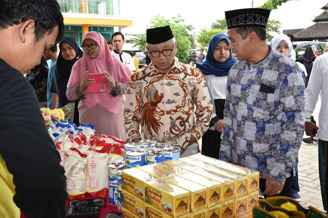 Sekdaprov Kalsel Buka Pasar Murah Ramadhan di UNU Kalsel