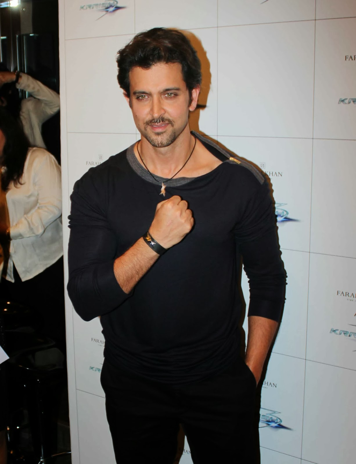 filmee club: hrithik roshan unveils farah khan ali's krrish 3 collection