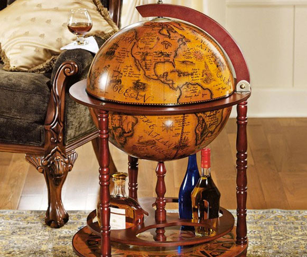 16th Century Globe Bar