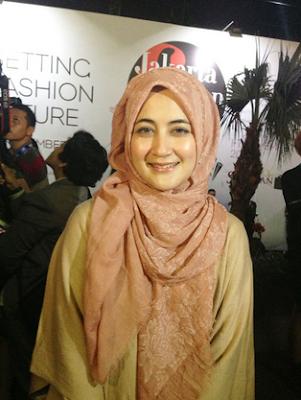 Hijab Ala Pipik Dian Irawati Terbaru