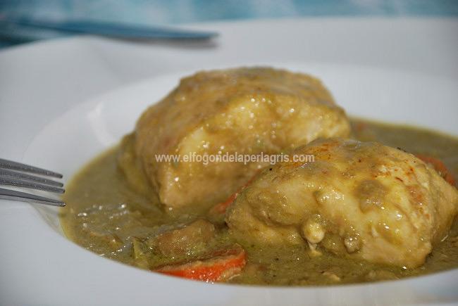 Pescadilla en salsa de habas al curry