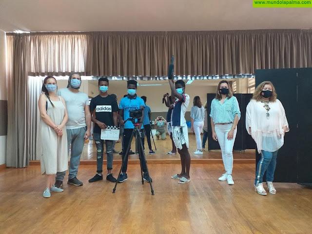 La Biblioteca de Los Llanos de Aridane imparte talleres sobre lengua española y técnicas cinematográficas a menores extranjeros no acompañados