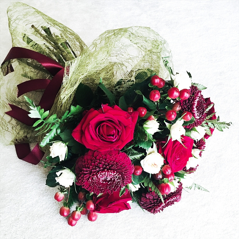 beautiful flower bouquets with red flowers and red roses