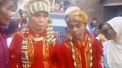 Astaga!, Video Youtube Tak Lazim ABG SMA Nikahi Nenek-nenek