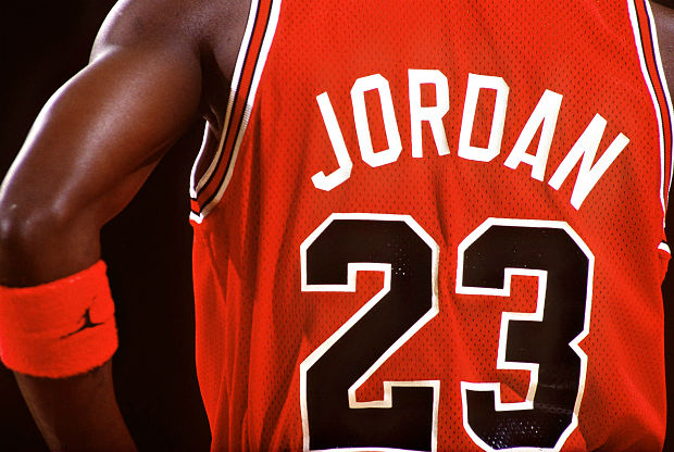 Una camiseta de Michael Jordan rompe todas las subastas