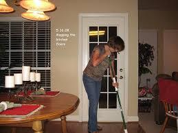 Hoje no blog vamos falar das donas de casa, as mulheres que trabalham dentro de casa muitas vezes se aborrece  com os afazeres de casa, que deixa o seu dia a dia complicado. Mais pra ser uma boa dona de casa não tem segredo,  veja no blog algumas dicas para você realizar as tarefas sem se perturbar: