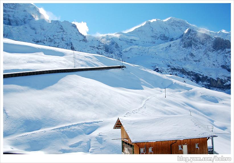 【瑞士5-1】小夏戴克(Kleine Scheidegg)往少女峰(Jungfrau)   波麗露的地球凹洞