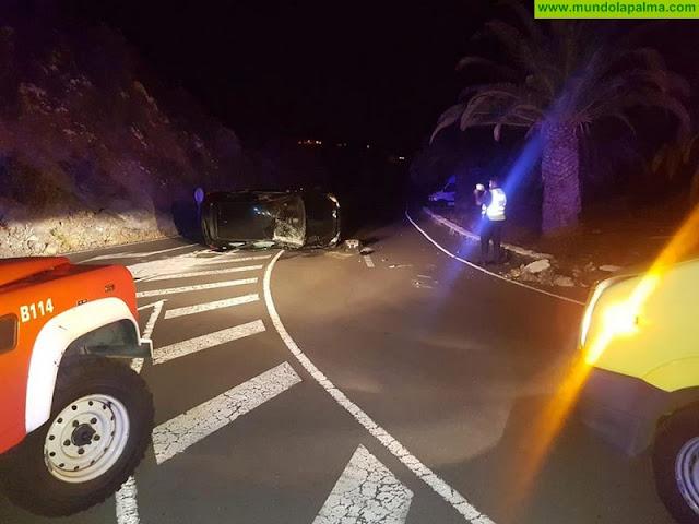 Un vehículo volcó anoche en la carretera del Aeropuerto