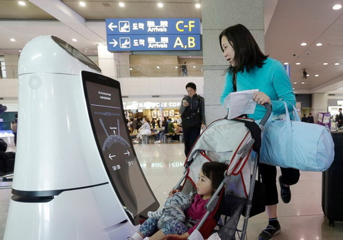 Tinuku.com South Korea operates the Troika robot to serve at airport