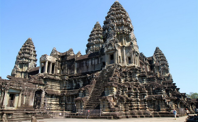 Xvlor Angkor Wat built by King Suryawarman II as the most Khmer Empire work