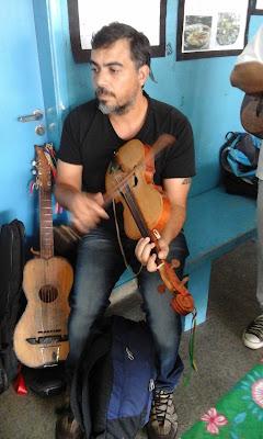 Rodolfo Vidal tocando Rabeca Caiçara
