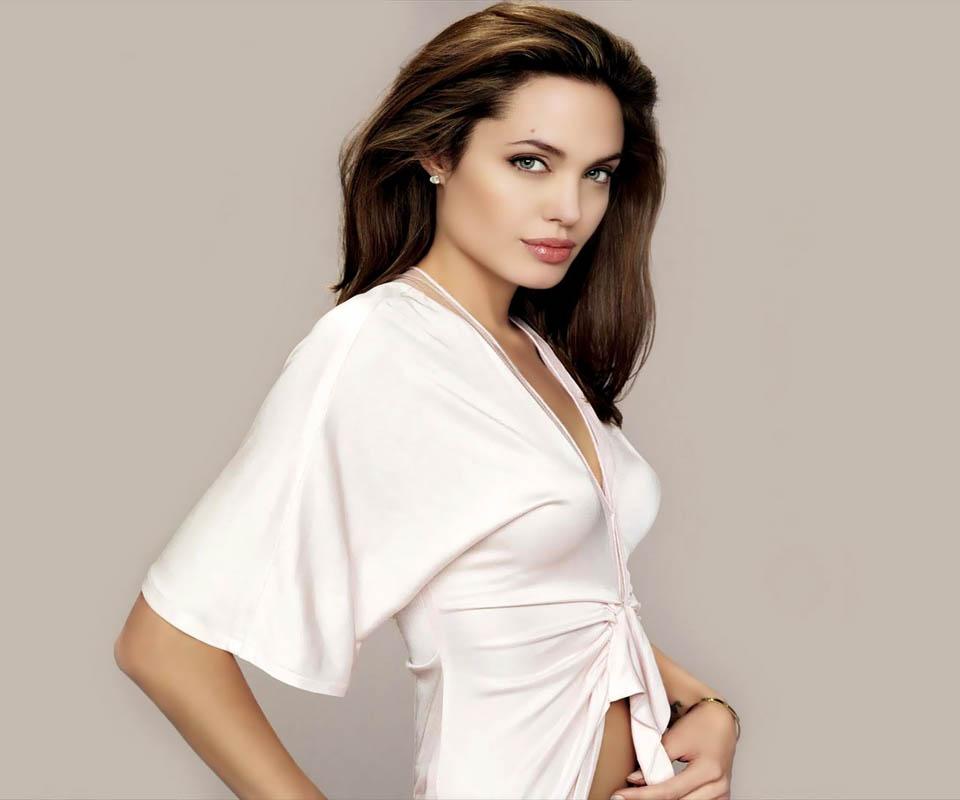 Angelina Jolie: UNeedAllinside: Angelina Jolie