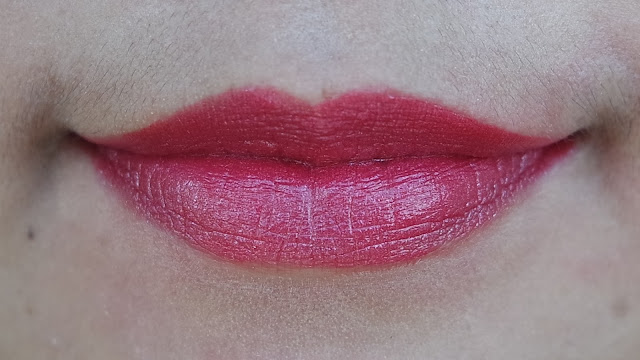Swatch ULTIMA II ProCollagen Lipstick Glam Berry
