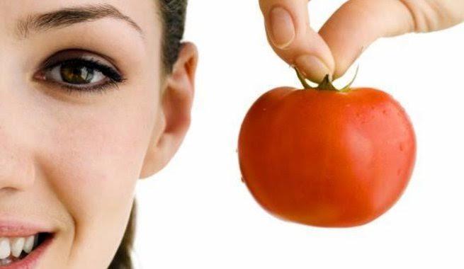 beneficio del tomate en la cara