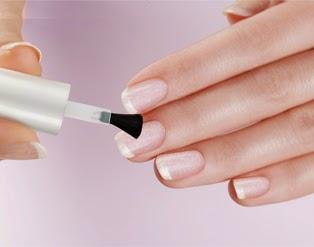 Krok drugi we francuskim manicure