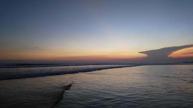 sunset pantai seminyak