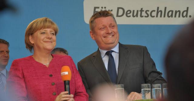 Merkel zufrieden: CDU-Gesundsheitsminister plündert Gesundheitsfond für Flüchtlinge