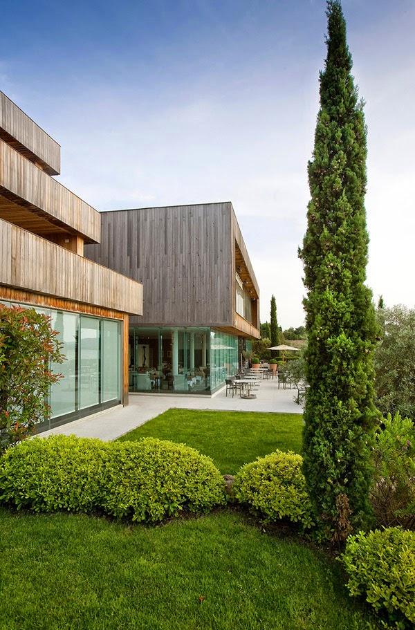 Hotel moderno en corcega minimalistas 2015 for Hoteles originales cataluna