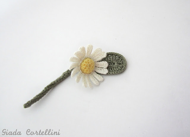 https://www.etsy.com/listing/234100804/boutonnierecrochet-daisy?ref=shop_home_active_2