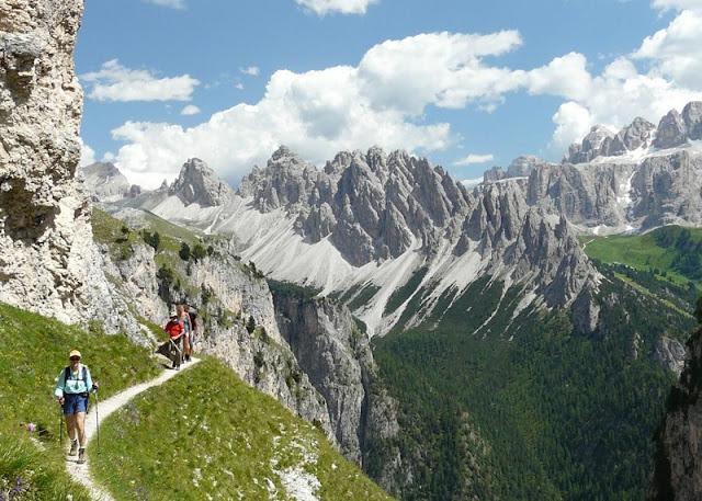 Trilha nas Dolomitas