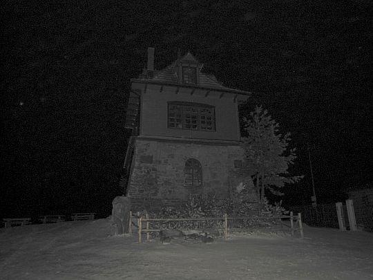 Noc okryła szczyt Lubonia Wielkiego.
