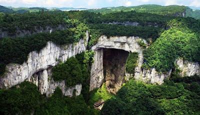 สะพานเทียนหลง (Tianlong Bridge: 天龙桥) อุทยานแห่งชาติหลุมฟ้า 3 สะพานสวรรค์ (Three Natural Bridges: 天生三橋) @ www.chinadiscovery.com