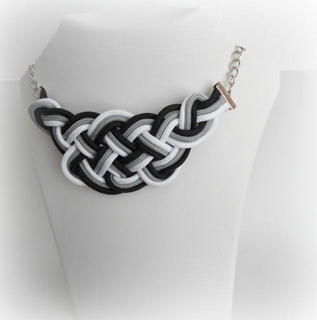 collar nudo celta negro y blanco