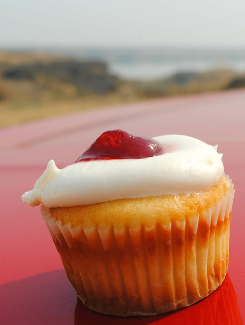 Strawberry cheesecake cupcake
