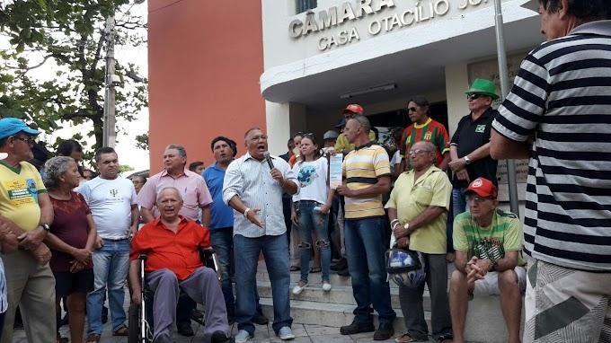 Cajazeirenses se revoltam contra aumento da energia e tomam ruas para protestar contra Energisa