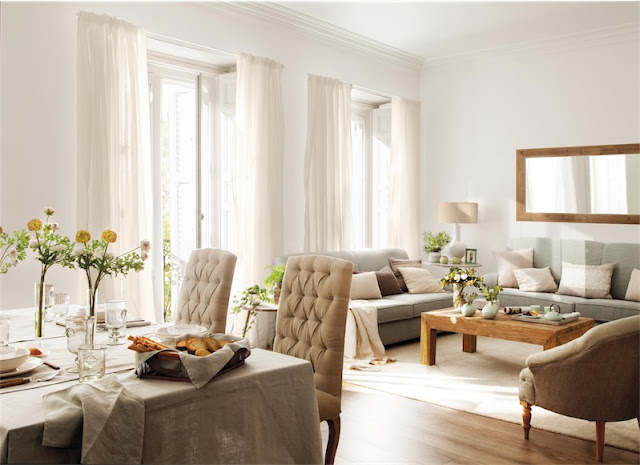 Una casa neutra con un recibidor espectacular
