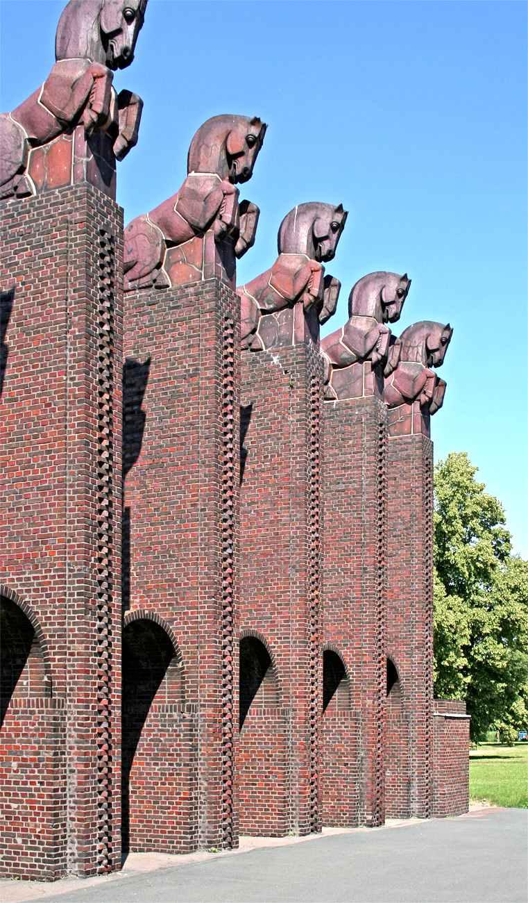 Albin Müller brick horse gates photograph
