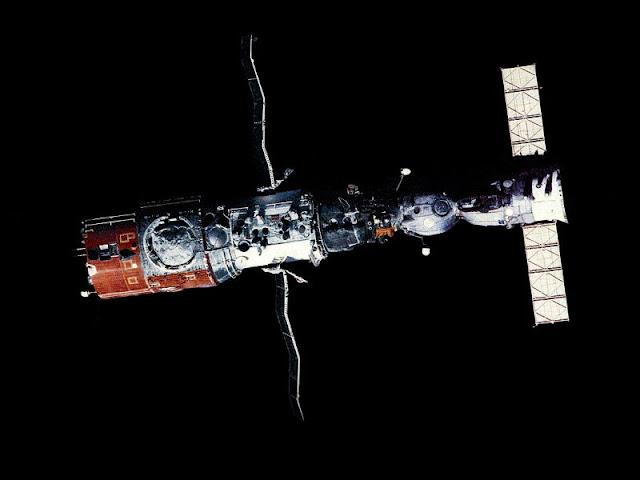 Σοκ: Αυτό που είδαν στο Διάστημα οι κοσμοναύτες του Salyut 7 δεν θα το ξεχάσουν ποτέ!!